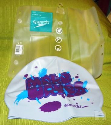Cuffia da nuoto bianca con scritta viola e celeste in silicone taglia M foto-11577