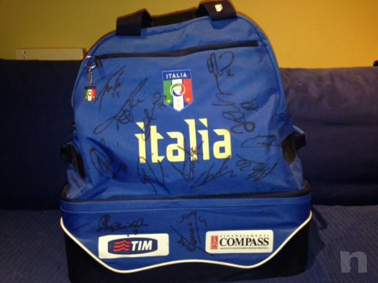 Borsone ufficiale italia campione del mondo 2006 autografa titolari Berlino foto-15559