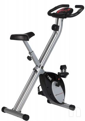 Ciclette pieghevole da camera nera. foto-16884