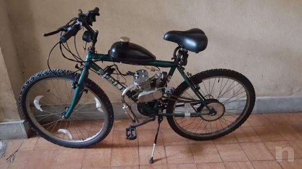 Bicicletta con motore a scoppio foto-17260