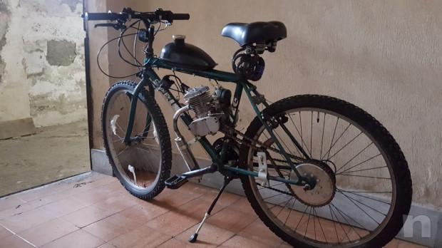 Bicicletta con motore a scoppio foto-32929