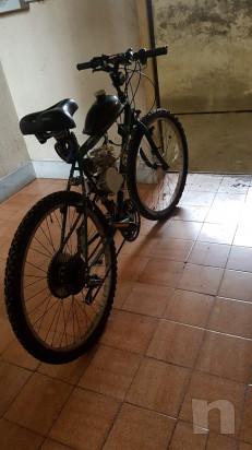 Bicicletta con motore a scoppio foto-32927