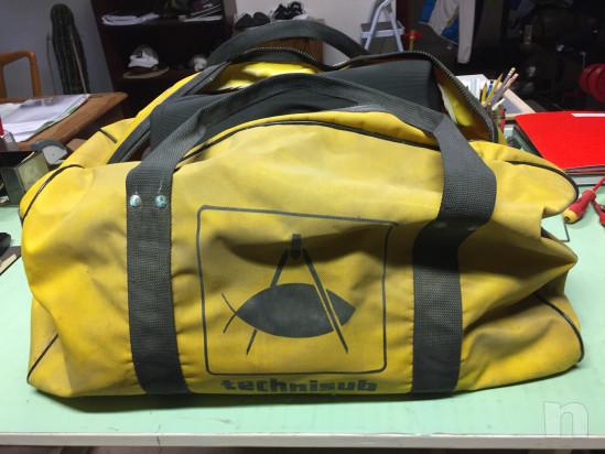 muta da sub taglia 48/50; con pinne n°42; - 12 Kg pesi e boa di avvistamento completo di borsa foto-34102