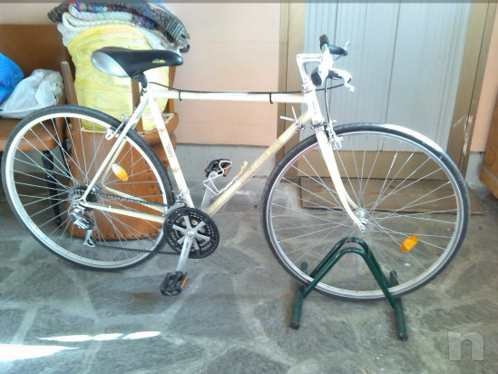 Bicicletta da corsa in stile retrò foto-17917
