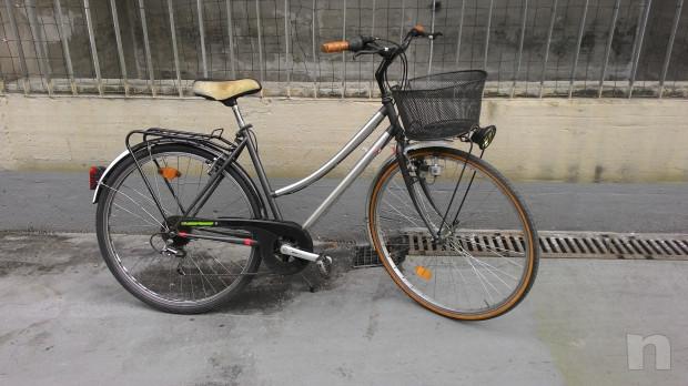"""Bici donna  leggera,con cambio,luci, cestino, portapacchi,ruote 28"""" foto-18370"""