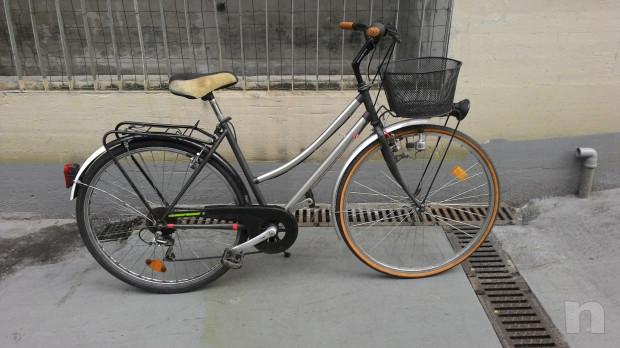 """Bici donna  leggera,con cambio,luci, cestino, portapacchi,ruote 28"""" foto-35372"""