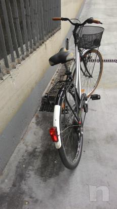 """Bici donna  leggera,con cambio,luci, cestino, portapacchi,ruote 28"""" foto-35371"""