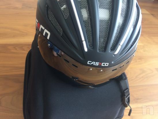 Casco per bici con visiera foto-36857