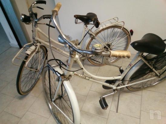 Coppia di biciclette da donna. foto-39120