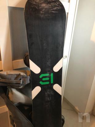 Tavola burton castoM X nera, con attacchi limited edition e borsa porta snowboard, casco limit edition shon withe.  foto-43058