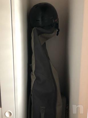 Tavola burton castoM X nera, con attacchi limited edition e borsa porta snowboard, casco limit edition shon withe.  foto-21913