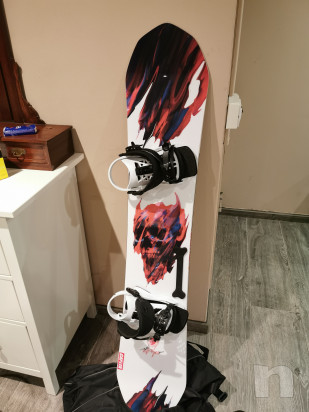Tavola snowboard capita con attacchi e scarponi foto-22084