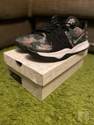 Scarpe da basket Nike Kyrie Low numero 45 foto-43600