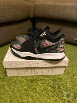 Scarpe da basket Nike Kyrie Low numero 45 foto-22194