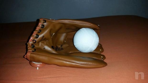 Guantone da baseball con pallina foto-3812
