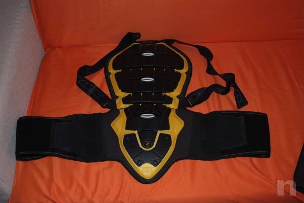 Giacca e protezione schiena foto-471