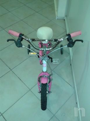 Bicicletta del 12  adatta a bimbe  dai 2/3 anni in su' foto-10706