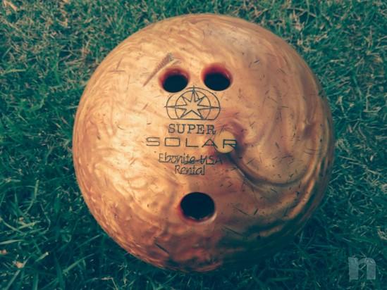 Palla da bowilg  numerata usa adatta alle dita di un ragazzino  foto-6233