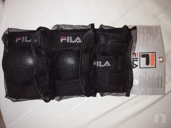 Set completo protezione contenente parapolsi ginocchiere e gomitiere foto-9385