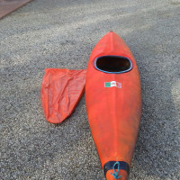 kayak con pagaia