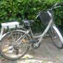 Bici donna con motore elettrico staccabile a rullo